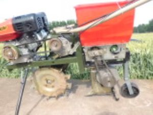 供应畅销播种施肥机价格 恒丰生产施肥机 多功能播种施肥机销售