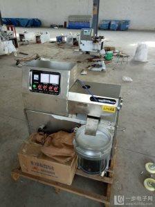 供应全自动榨油机生产厂家  山东哪里卖小型榨油机